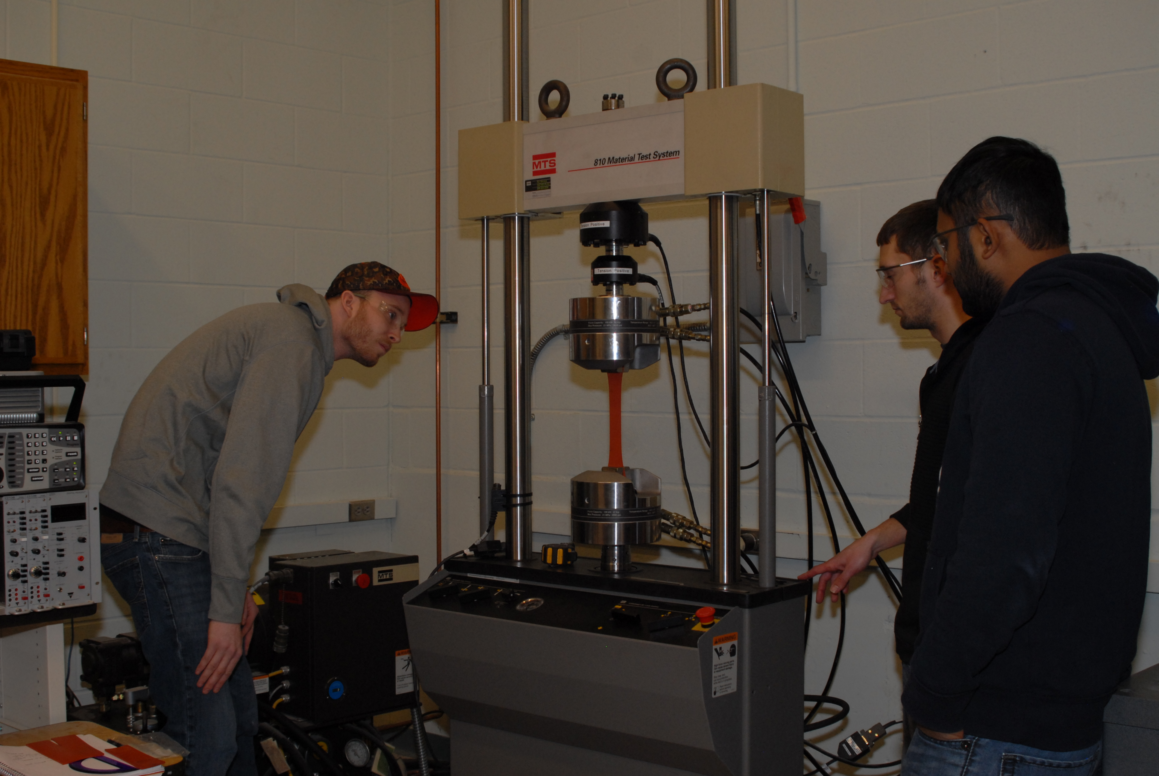 Structural Testing Laboratory : Structural testing lab manufacturing labs